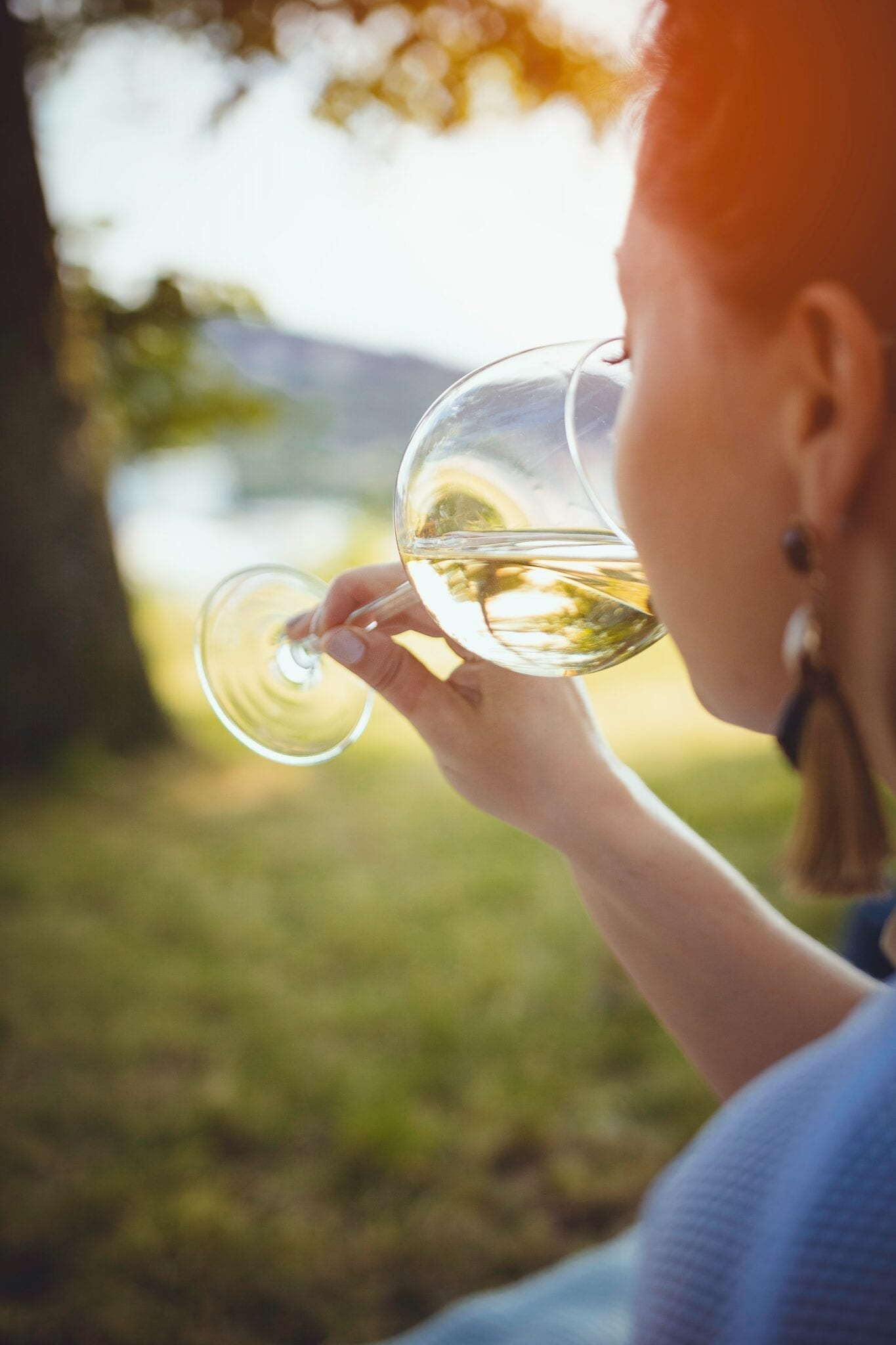 Sniffing wine - photo by Ales Me, Unsplahs