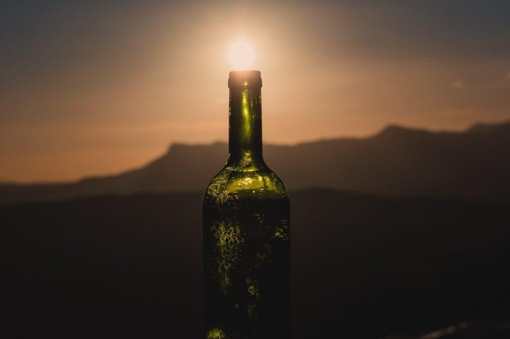 Wine bottle with setting sun, Gabriel P, Unsplash